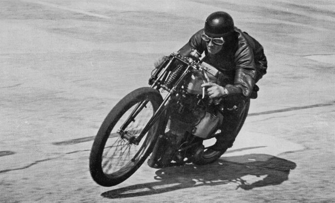 Noel Pope pictured during a record attempt on a 500cc Norton at Brooklands in 1939... without such fripperies as a front brake or mudguard