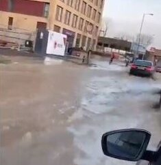 Traffic chaos as water main bursts in Tolworth