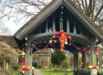 Long Ditton is yarn bombed for schools' Easter fundraiser