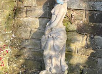 Garden statue goes walkies